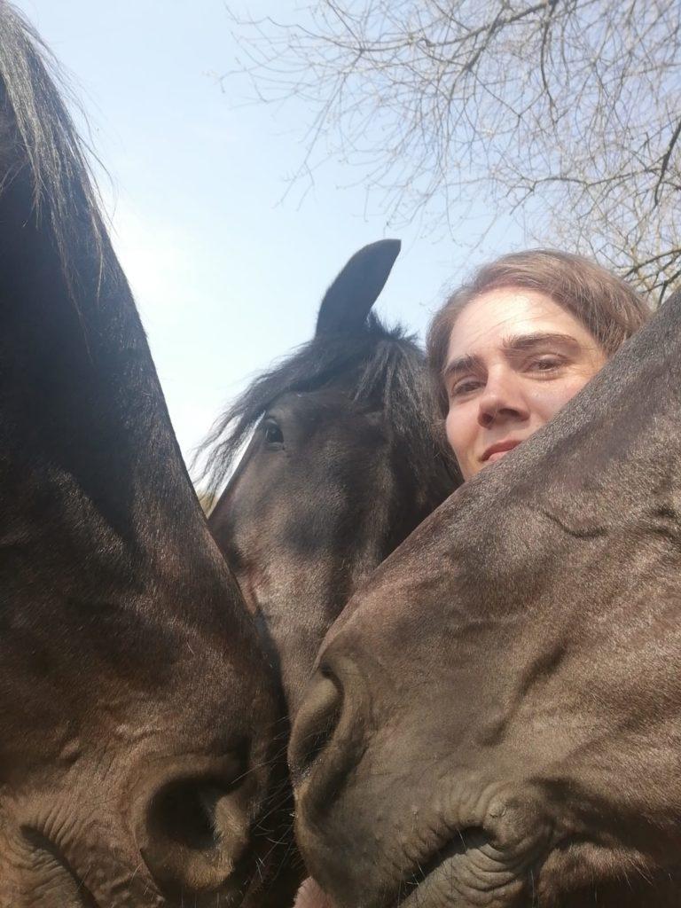 portret Vera en paarden